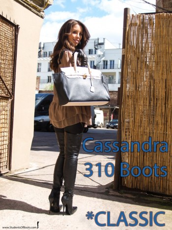 Cassandra in 310 Boots Classic