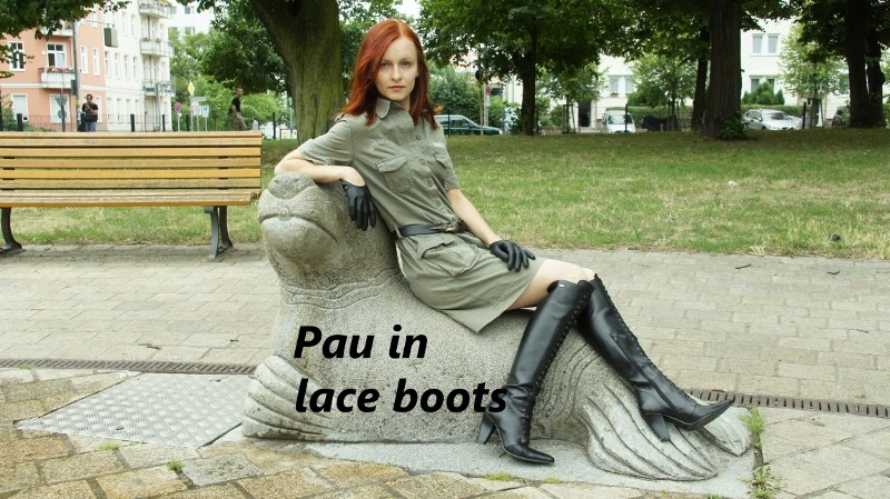 Pau in lace boots